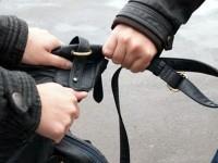 Непълнолетни момиче и момче нападнаха и обраха жена до жп гарата в Плевен