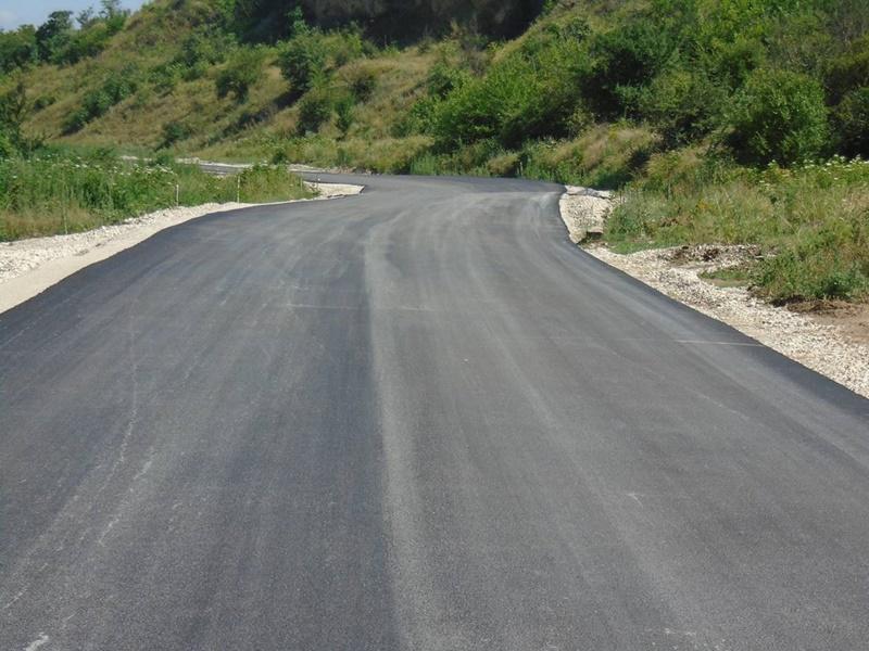 Ремонтират по проект пътища в община Гулянци