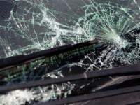 Потрошиха стъклата на къща и два автомобила в Дисевица