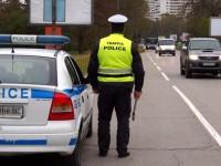 Засякоха 33-годишен от Радомирци, карал без книжка бус с табели за друго МПС
