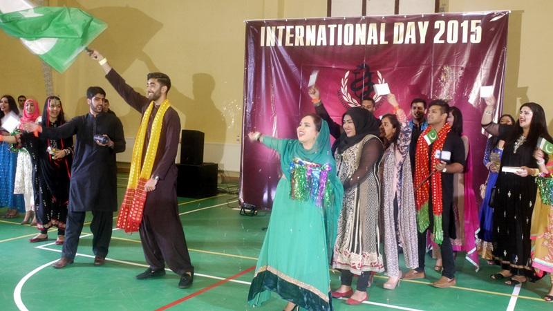Младежи от 16 държави си дадоха среща в Деня на народите на МУ-Плевен (фотогалерия)