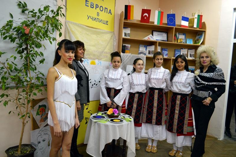 """В ДФСГ """"Интелект"""" отбелязаха Международния ден на изкуството"""