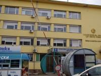 Издирват апаш, ударил и обрал баба пред входа на болницата в Плевен