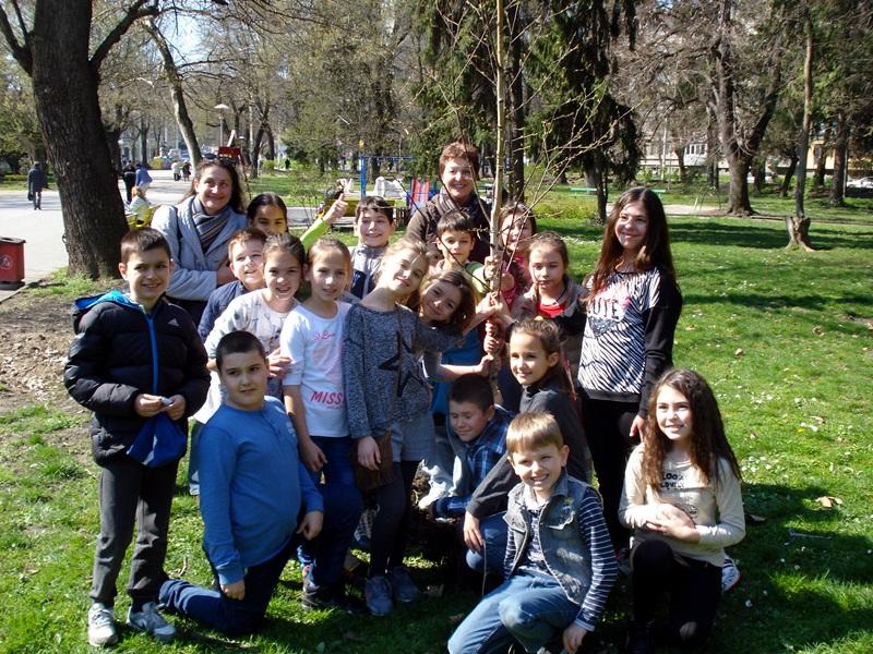 """Ученици от НУИ """"Панайот Пипков"""" с екоинициатива"""