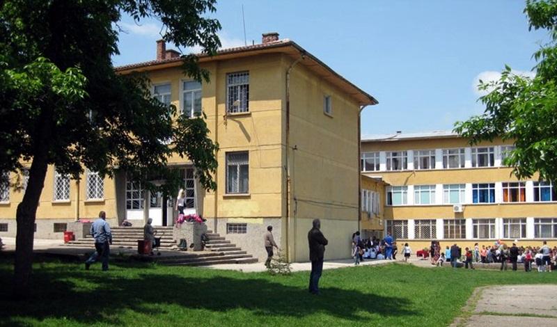 """От ОУ """"Д-р Петър Берон"""" информират Общинския съвет за възможности за саниране на училищната сграда"""