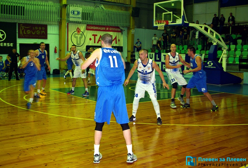"Баскетболистите на ""Спартак"" приключиха редовния сезон с победа над ""моряците"""