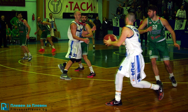 "Баскетболистите на ""Спартак"" загубиха в Ботевград"