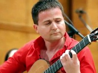 Виртуозният китарист Цветан Недялков гостува днес в Плевен