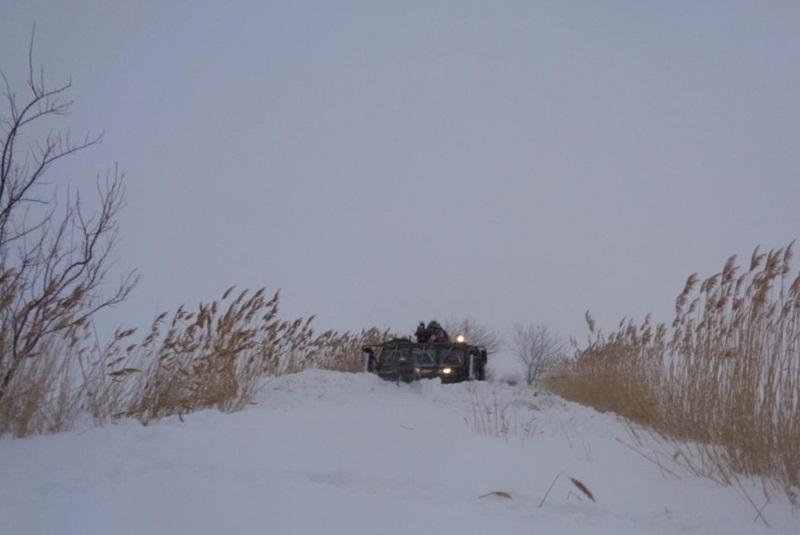 Военни от Белене съдействат за разчистването на пътищата между Лозица, Любеново и Въбел