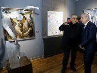 Премиерът Герджиков разгледа колекцията на акад. Светлин Русев