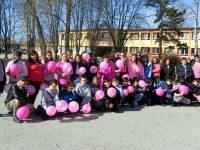 """Послания в розови балони изпратиха ученици от ОУ """"Максим Горки"""" – Левски"""