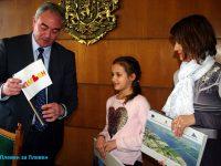 Кметът благодари на 10-годишната Божидара, която трогна стотици с постъпката си