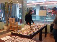 Благотворителният базар за мартеници в Плевен остава до вторник