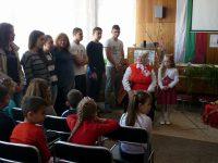 """Средно училище """"Крум Попов"""" в Левски отвори врати да посрещне Баба Марта"""