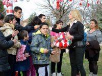 Община Пордим зарадва с мартенички малки и големи