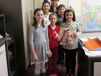 Баба Марта и Малък Сечко посрещнаха служителите на Община Долна Митрополия