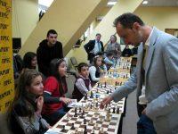 Гросмайстор Веселин Топалов ще проведе сеанс в подкрепа на малките плевенски шахматисти