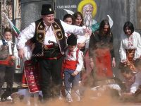 Паметни исторически събития оживяха на площада в Козар Белене (галерия)