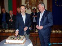 За първи път в Плевен: Световният шампион Веско Топалов игра шах едновременно с 25 деца (галерия)