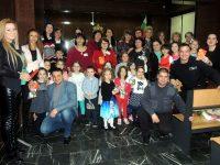 """Деца от ДГ """"Бодра смяна"""" поздравиха дамите от Районен съд – Червен бряг"""