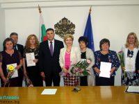 Областният управител връчи отличия на педагози от Плевенско