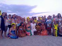 """Хавайско парти за """"Северняците"""" на брега на Егейско море (галерия + видео)"""