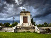 Държавата отпуска средства за ремонт на паметника-костница в Тръстеник