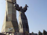 "Плевенчани-доброволци организират днес почистване около паметника ""Майка България"""
