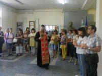 """Свещеник отслужи водосвет за здраве, успех и благополучие в СУ """"Пейо Яворов"""""""