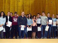 """72-ма възпитаници на Образователен център """"Комлед"""" получиха сертификати на Кеймбридж"""