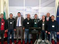 Боксьори от Червен бряг посетиха Парламента по покана на депутатите Стефан Бурджев и Васил Антонов
