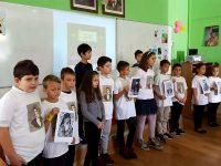 """Младите възрожденци на НУ """"Христо Ботев""""-Плевен изнесоха рецитал за 1 ноември"""