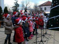 В Кнежа посрещат Дядо Коледа и Снежанка днес