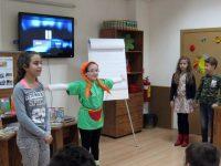 """Четвъртокласници с драматизация на откъс от """"Пипи Дългото чорапче"""" в плевенската Библиотека"""