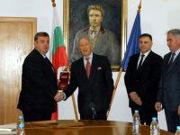 В Плевен вицепремиерът Красимир Каракачанов връчи на княз Никита Ростовский почетния знак на Министерство на отбраната