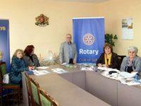 Лайънс клуб – Плевен и Ротари клуб – София направиха дарение на детските градини в Червен бряг