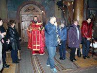 """В храм """"Света Троица"""" в Кнежа отслужиха празнична литургия за Никулден"""