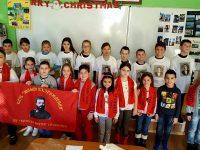 """Млади възрожденци от НУ """"Христо Ботев"""" отбелязаха 140 години от Плевенската епопея"""
