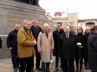 С поднасяне на цветя на паметника на Цар Освободител в столицата отбелязаха 140 години от Плевенската епопея