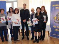 Детските градини в община Кнежа с коледни подаръци