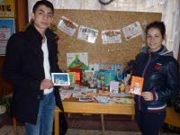 Ученици изработиха коледни картички и сувенири за благотворителен базар в Левски