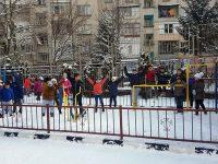 """Първият училищен фитнес на открито в Плевен в НУ """"Христо Ботев"""" радва децата и през зимата"""