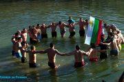 Мъжко хоро в река Вит на Богоявление