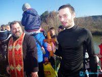 27-годишният Цанислав извади кръста от Вит на Богоявление (снимки + видео)