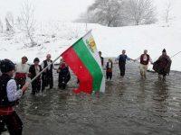 Мъжко хоро за Йордановден във водите на Златна Панега и тази година ще събере смелчаци от Радомирци