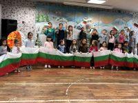 """ДГ """"Звънче"""" подкрепи инициативата """"Да направим с децата на Плевен най-дългото знаме на България"""""""