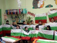 Променят мястото, откъдето ще тръгне шествието с най-дългото знаме, ушито от децата на Плевен