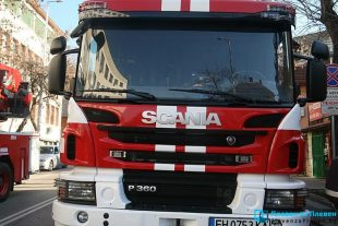 Контейнери за отпадъци горяха в Плевен, огнеборците гасиха пожари и в комини