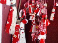 """""""Сръчковци"""" от село Глава изработиха мартеници за деца в неравностойно положение в Плевен и Червен бряг"""