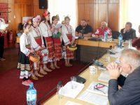 Гайдар и лазарки гостуваха в Общински съвет – Искър